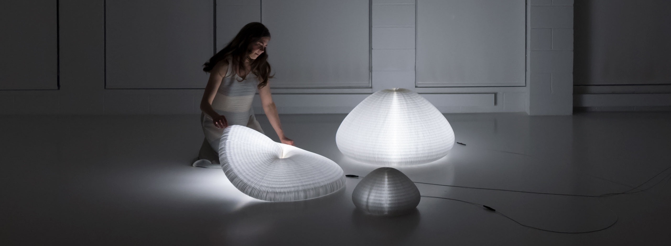 urchin light is a shape shifting paper lamp. this biomorphic lighting morphs through and endless series of forms.