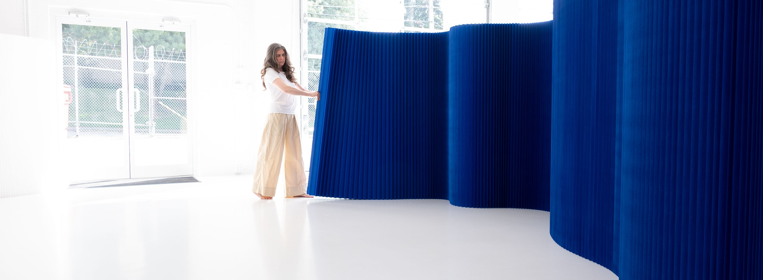 A portable wall used as a space divider or to create dramatic backdrops, the paper softwall by molo is a freestanding partition that does not require hardware.