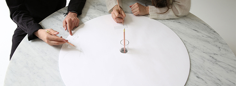 drawing on the sketching circles for cantilever table.