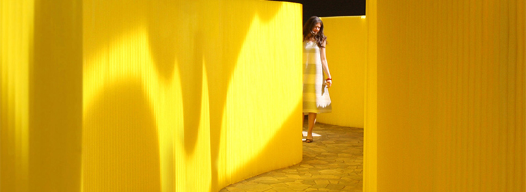 acoustic wall with Pantone 100 C yellow custom colour. The flexible textile softwall folding wall by molo.