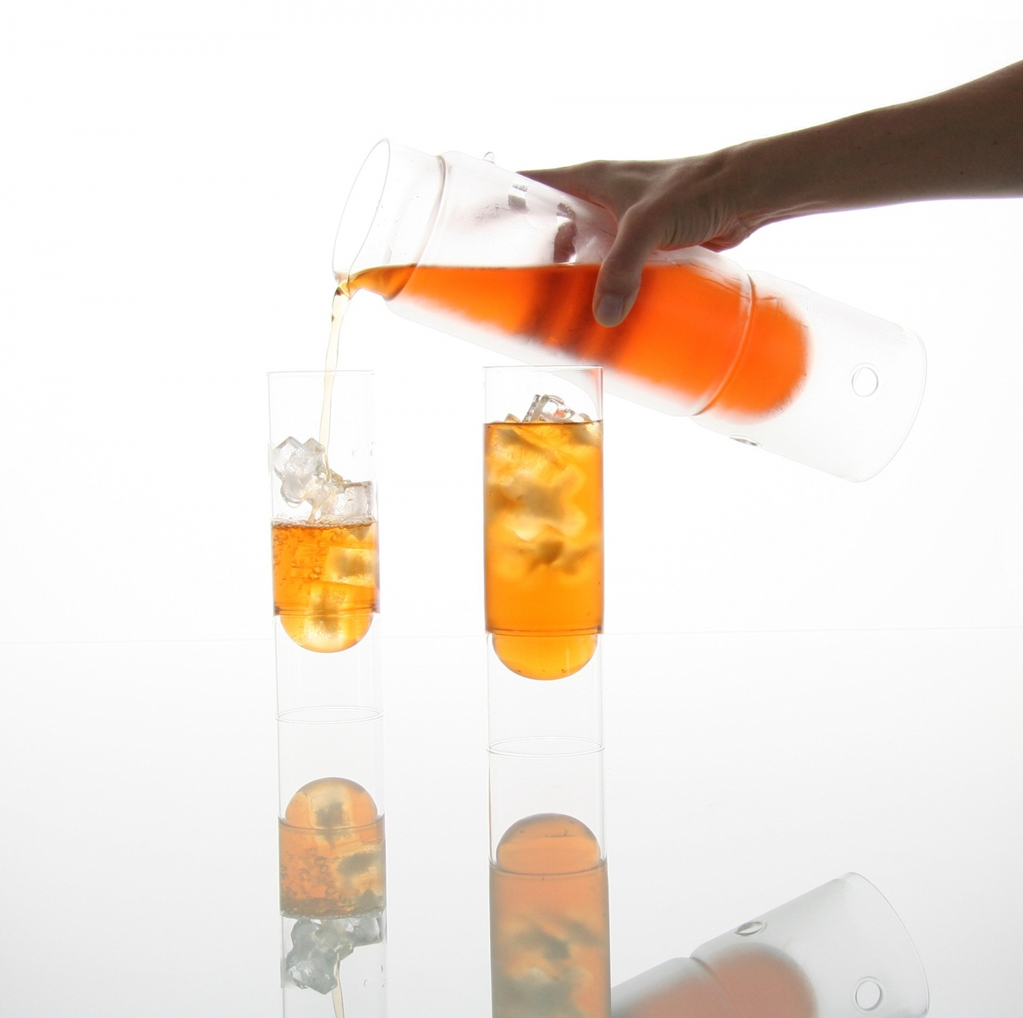 pouring an iced rooibos from float tea lantern