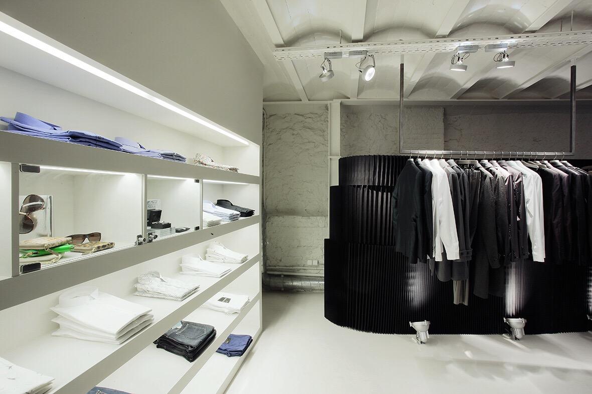 molo white textile softblocks and black textile softwalls at Santaeulalia in Barcelona
