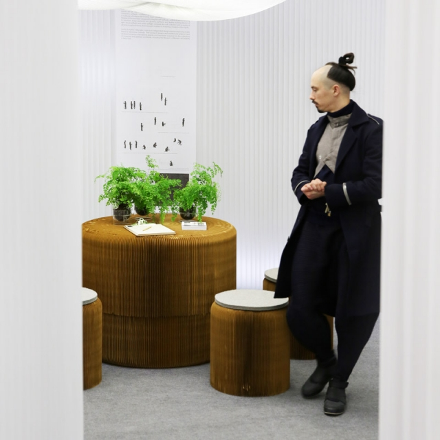 a man explores a meeting room made from textile softwall and softseating