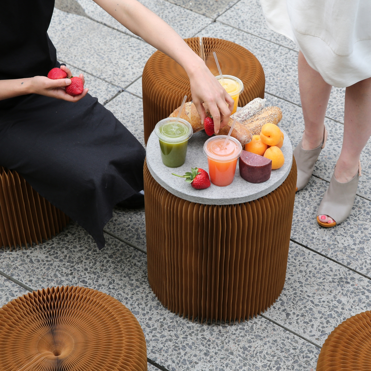 paper seating by molo in NYC USA - a picnic on the Chelsea High Line makes use of softseating with felt pads as spontaneous tables