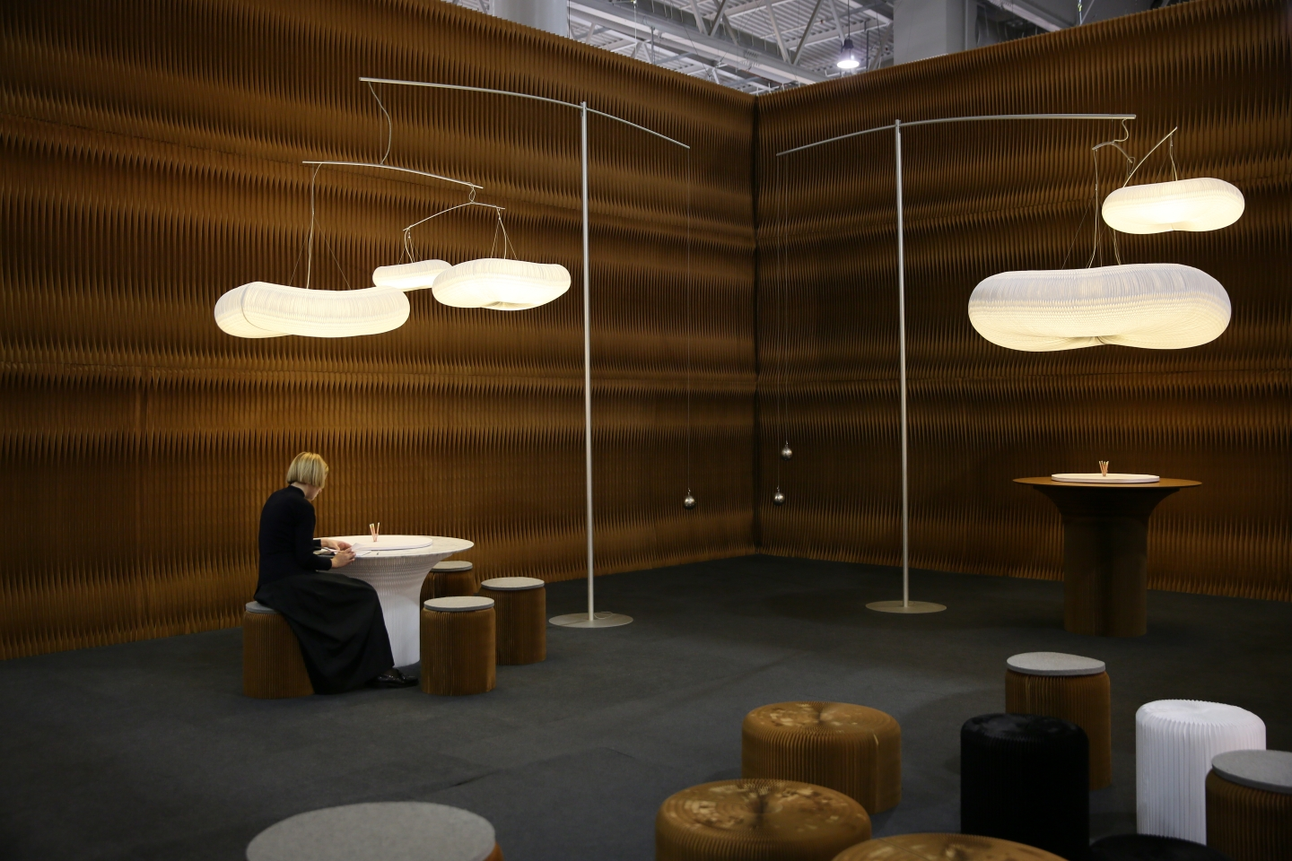 woman draws on molo's sketching circles accessory for cantilever table at Maison & Objet 2017