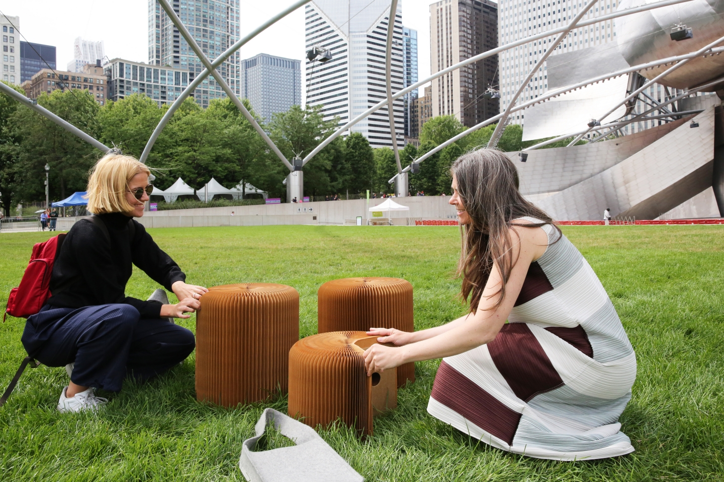 picnic in Chicago's Millenium Park using - paper stool by molo softseating