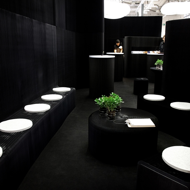 molo's installation at Orgatec 2014 featured benchwall, thinwall, wool felt pad and prototypes of cantilever table