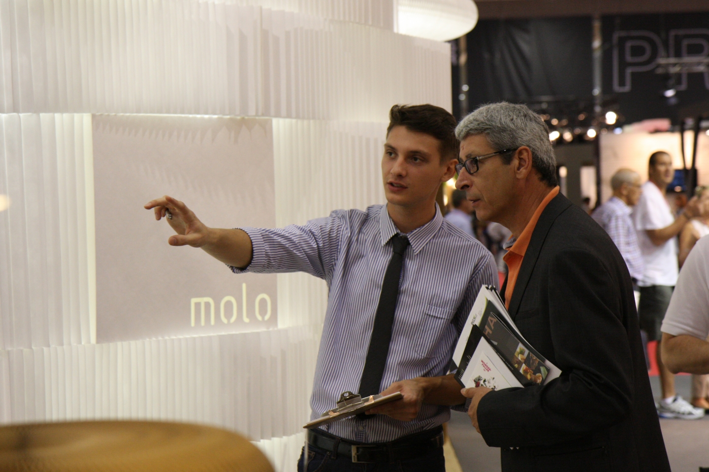 a molo employee educates a guest on the flexible honeycomb used for the soft collection.