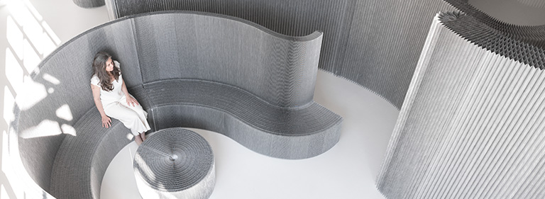 aluminum-textile-benchwall-softseating-molo-768x281
