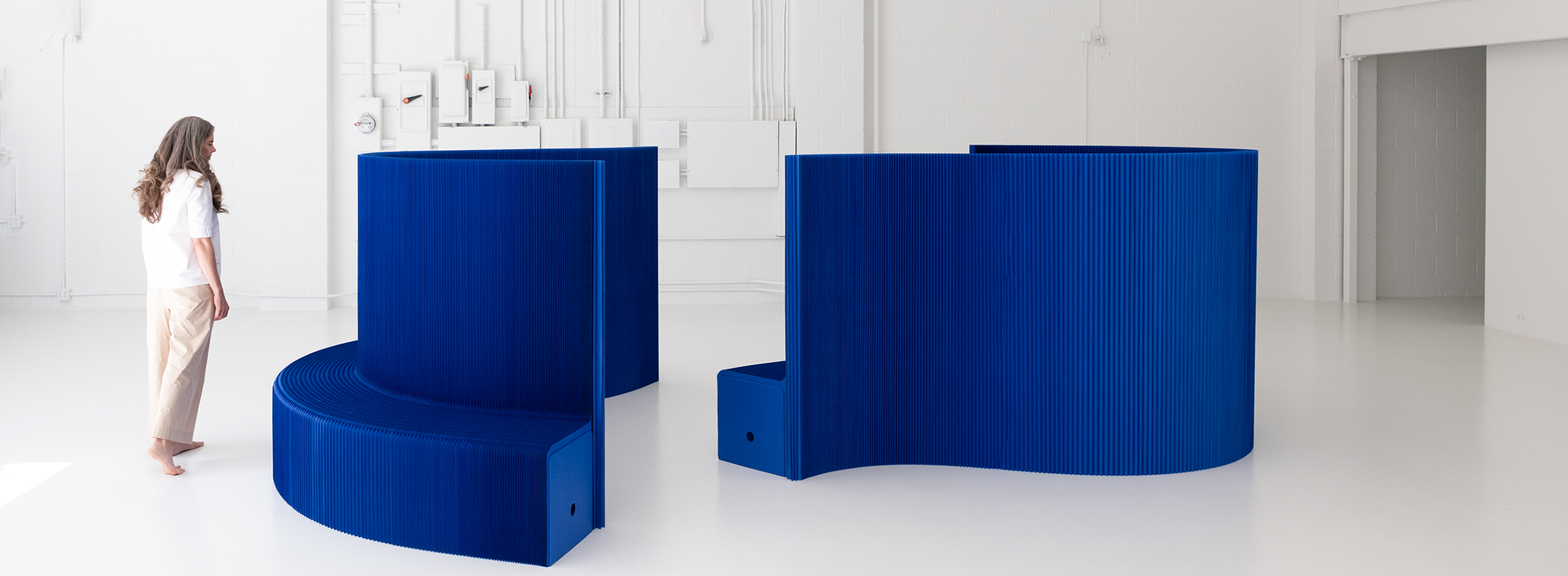 molo-modular-paper-furniture-blue-expanding-benchwall