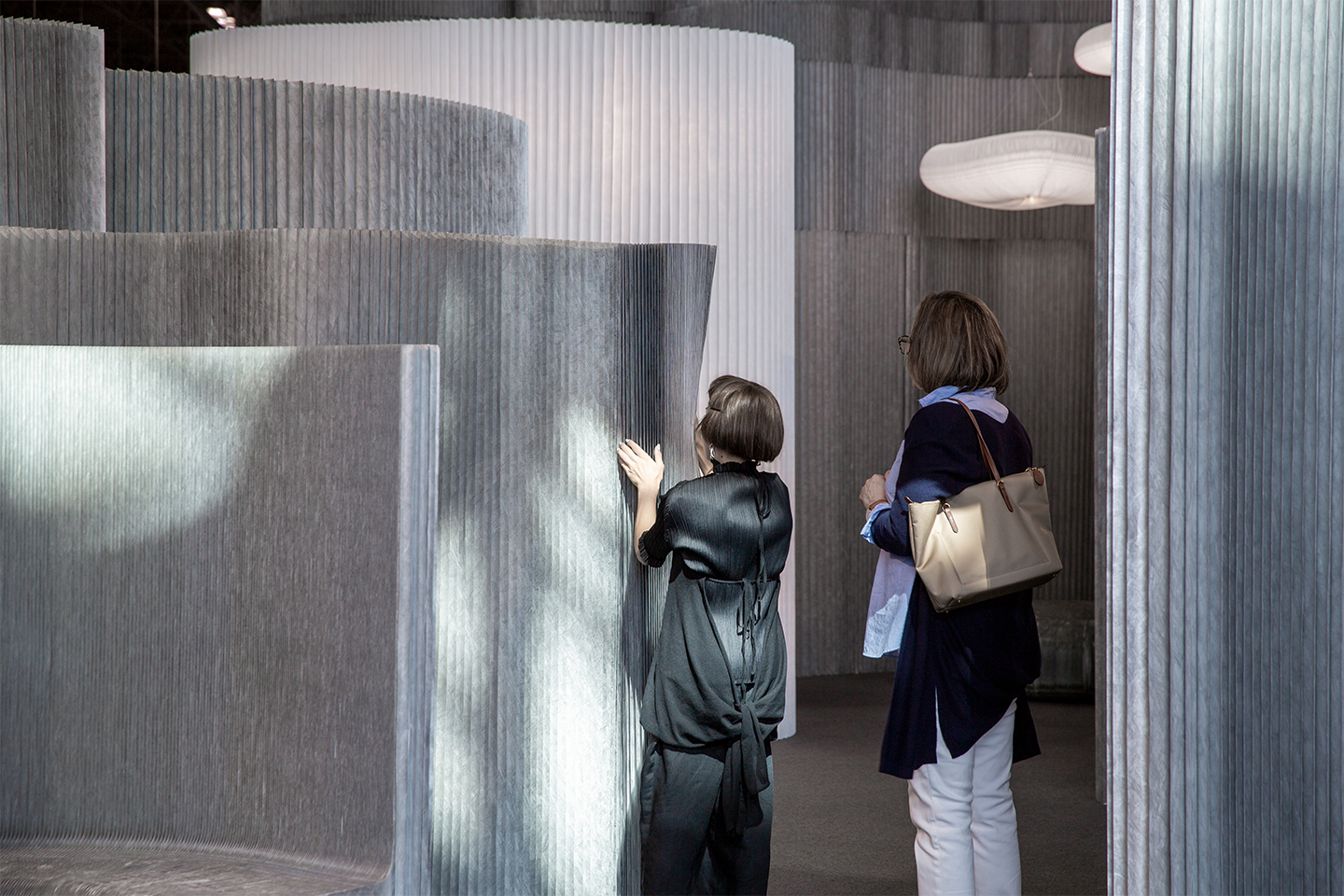 aluminum wall partition - customers at molo booth - ICFF 2019 New York